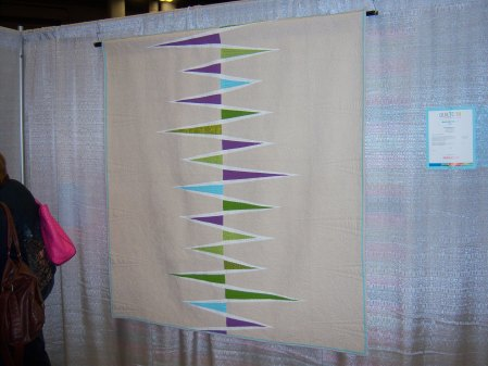 Quilcon 2015 Minimalist - MG Opposing Triangles by Katie Pedersen Seattle MQG